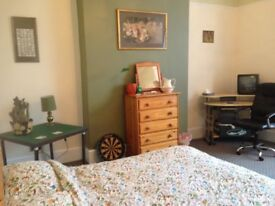 very large double rooms to rent