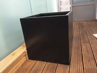 Very large planter (60cmx60x60)