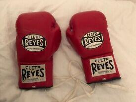 10 OZ Cleto Reyes Professional boxing gloves