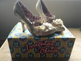 Off white/cream and gold - Irregular Choice Shoes - Size 39 (UK 6)
