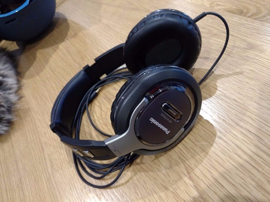 Panasonic Quick-Fit Over-The-Ear DJ Stereo Monitor Headphone RP-HTF600 Bass