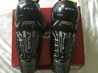 CCM Tacks 3092 Ice Hockey Shin and knee pads size 11 (kids)