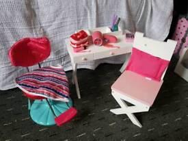 Desighn a friend dressing table and chair