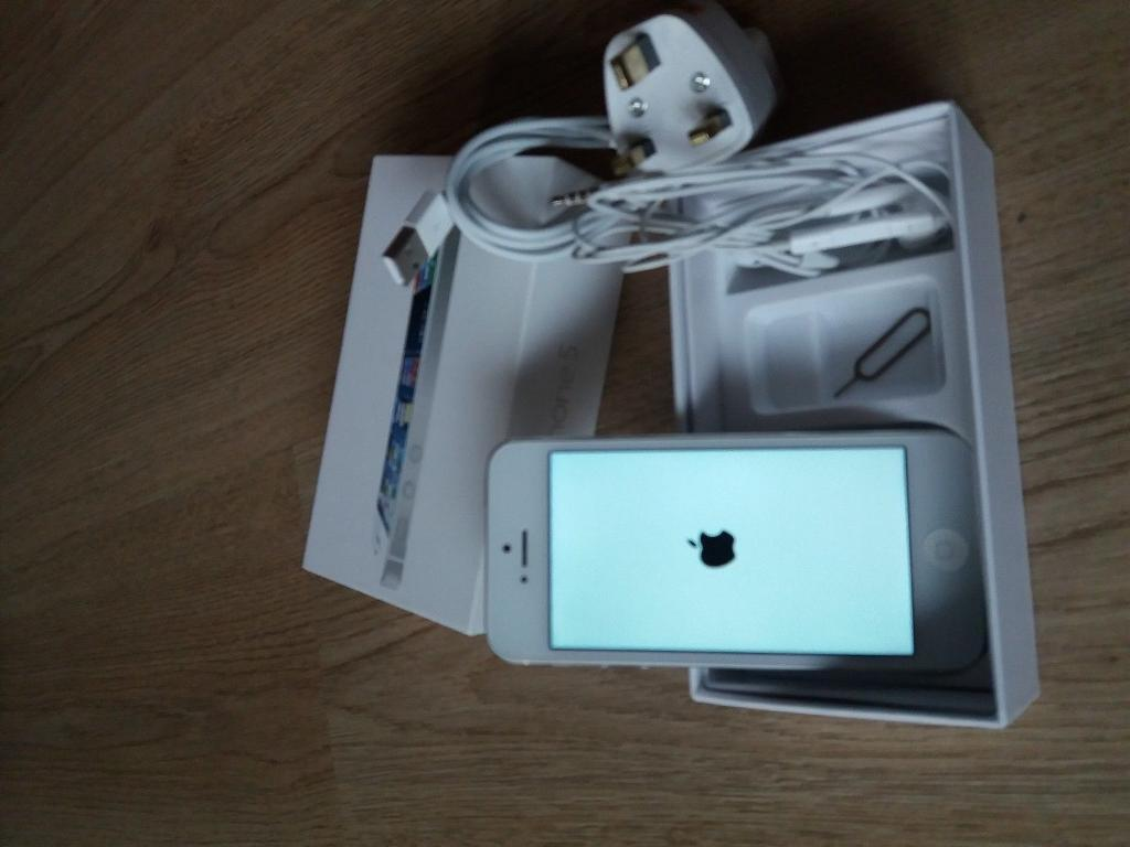 Boxed iPhone 5 As New 16 gb White EE network can deliver