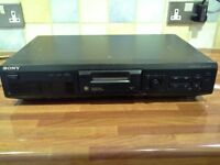 SONY MDS -JE330 MINI DISC PLAYER