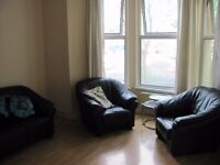 1st floor large 2 bedroom flat on Templemore Ave