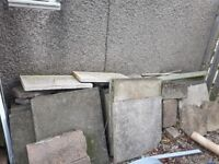 Paving slabs for free uplift