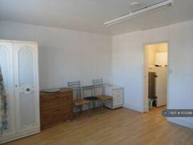 Studio flat in Taunton Avenue, Hounslow, TW3 (#1170298)