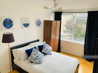 1 bedroom in Breasley Close, London, SW15 (#853350)