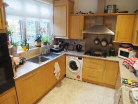 4 bedroom family house close to Bush Hill Park station