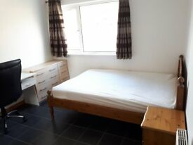Furnished double room available immediately in a clean shared house in EX2