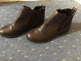 Ladies brown chelsea boots size 4