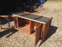 Rabbit Hutch large like new suitable for up to 2 big rabbits or Guinea pigs