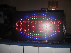 Enseignes lumineuses à vendre / Led signs to sell
