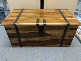 Solid wood blanket box