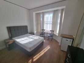 Large double room/Bedsit including all bills & internet on East Street SE17 2SB