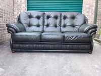 Bottle green leather sofa settee in very good condition // free delivery