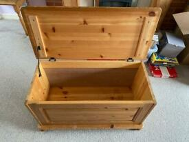 Pine chest toy box