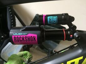 2016 Rockshox Vivid R2C 216x63 Tune M/L. Been used a handful of times and is in mint condition .