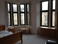 BYRES ROAD SPACIOUS THREE BEDROOM 2ND FLOOR FLAT IN HEART OF WEST END OF GLASGOW - AVAILABLE NOW