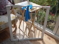 Lindam Child Stair Gate (full working order) Bottom Clip Missing