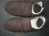 SLIPPERS COOPERS SIZE 7 BROWN NEW with 2 way opening