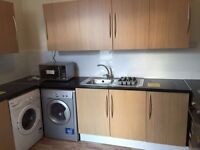 REFURBISHED HOUSE : LARGE DOUBLE ROOMS AND ENSUITE : 5 mins walk to Goodmayes