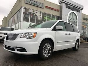 2016 Chrysler Town & Country Touring-L * Power sunroof * Leather