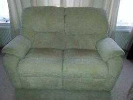 G PLAN 2 SEATER CREAM FABRIC SOFA IN EXCELLENT CONDITION