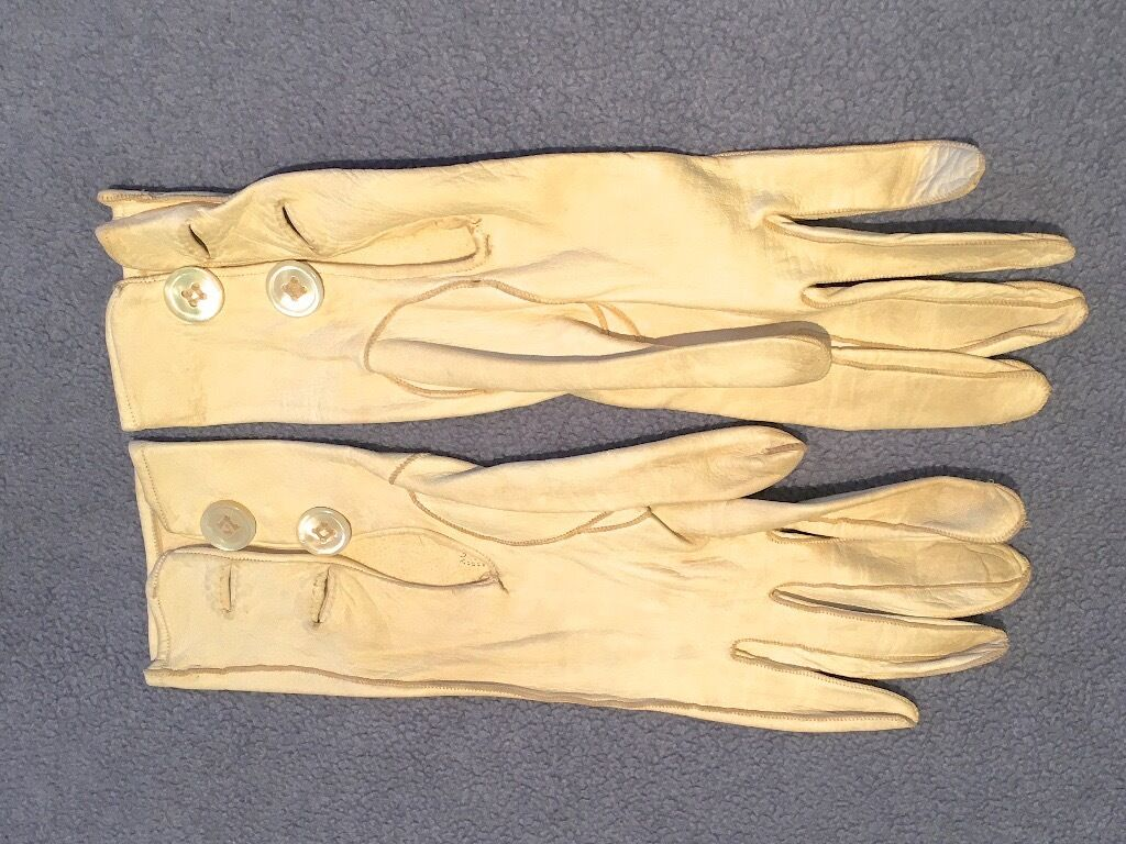 Vintage ladies leather opera gloves - Quality Cream Vintage Ladies Opera Gloves With 2 Buttons On Cuffs Small Size