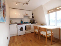A bright & modern top floor 1 double bedroom flat located on Chapel Market close to Angel station