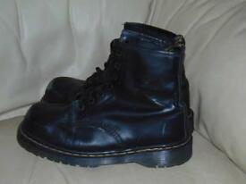 Dr martens boots Air Wair safety boots size 10 black