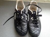 Umbro football boots size 8 black stud boots