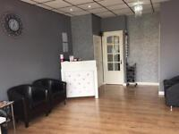 Hair salon with a 3 double bedroom accommodation for sale on a lease