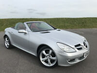 STUNNING MERCEDES-BENZ SLK 200 WITH MASSIVE SPEC AND FULL SERVICE HISTORY! LOW MILEAGE AND HPI CLEAR