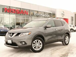 2015 Nissan Rogue SV Sunroof, Awd , Back Up Camera!