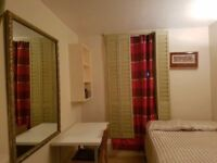 -MASSIVE DOUBLE ROOM FOR SINGLE USE AVAILABLE NOW IN ABBEY ROAD-