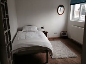 lovely clean double room Monday to Friday let