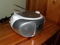 PHILIPS AZ105S Portable CD Player/ Radio. Silver/ White. Excellent Condition.
