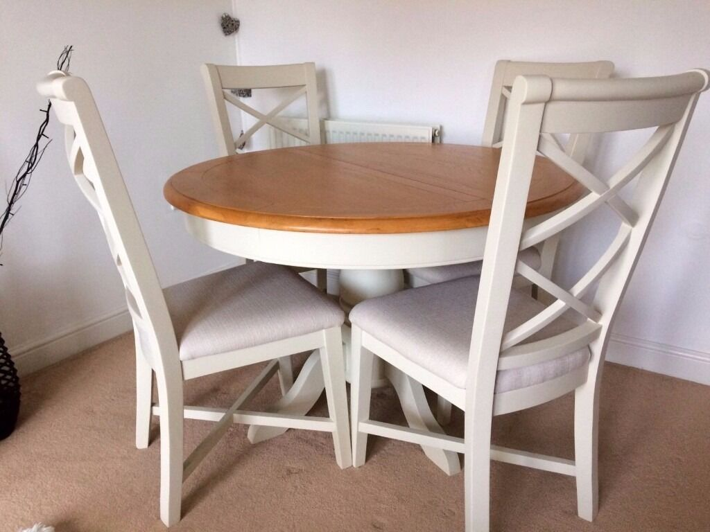 Cargo Hartham Round Dining Extending Table And 4 Wooden Chairs