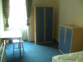 Double bedroom available in large flat near Byres road