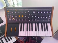 Moog Subsequent 25 Sub25 Synthesiser Synthesizer