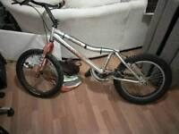 Onza t pro trails bike
