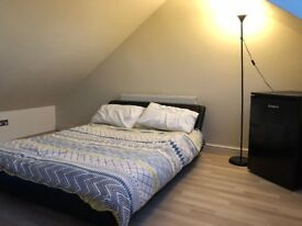 Double room available to let near seven kings station