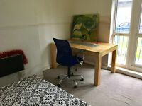Two rooms available Liverpool Street Station