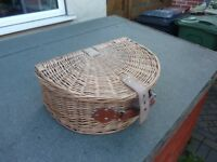 Wicker picnic basket/cooler bag.