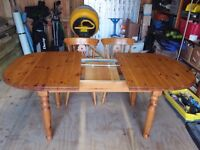 KITCHEN EXTENDING PINE DINING TABLE WITH 4 WHEELWRIGHT CHAIRS