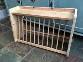 Wooden plate rack for wall mounting
