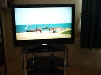 Toshiba 32 inch lcd tv with black glass stand