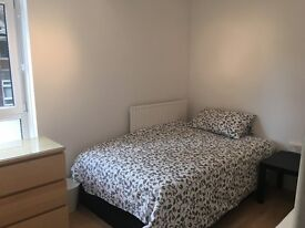 BRIGHT LARGE SINGLE ROOM -CLOSE TO WEST END (ALLS BILLS INCLUSIVE)